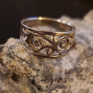 Jewelry - Silver scroll ring